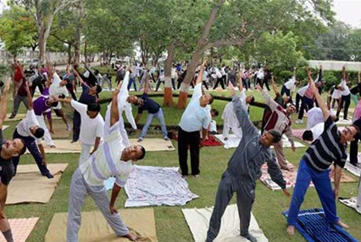 /media/k2/galleries/62302/Yoga-Day-at-Iacrf-Hall2