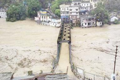 Impassioned rains killed at least 120 in N. India!