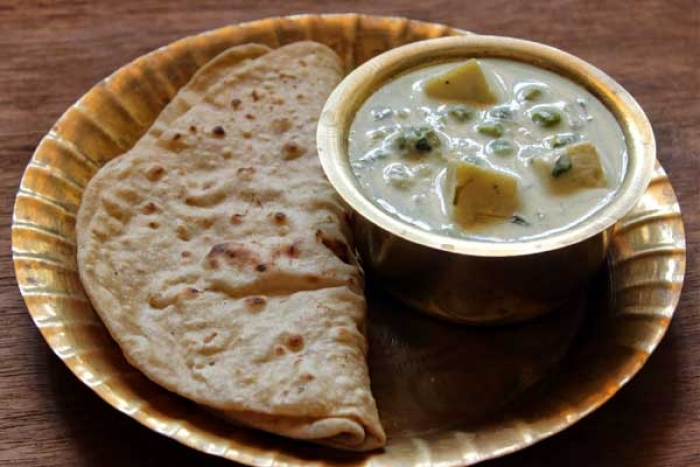Aloo and Matar Korma in White Gravy Recipe