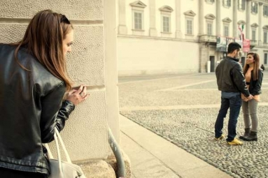 Difference Between Flirting and Cheating: 8 Signs That You Have Crossed the Limit