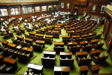 Govt. to Table Bill in Winter Session to Allow NRIs to Vote