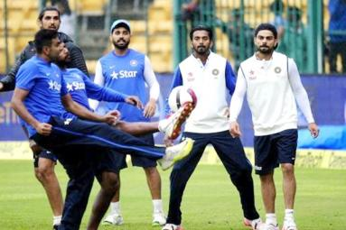 See what Our Cricketers Do When Rain Gives Them Break},{See what Our Cricketers Do When Rain Gives Them Break
