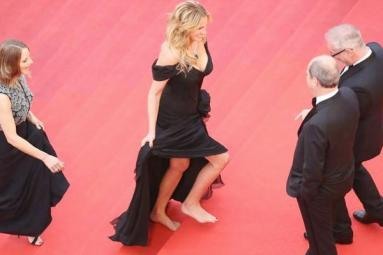 Startling style statement by Julia Roberts at Cannes red carpet