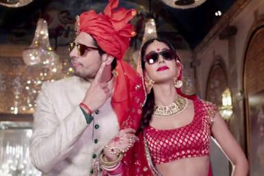 Katrina Sizzles in Kala Chashma Video Song