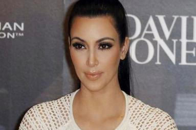 Kim Kardashian held at gunpoint in her Paris hotel room!