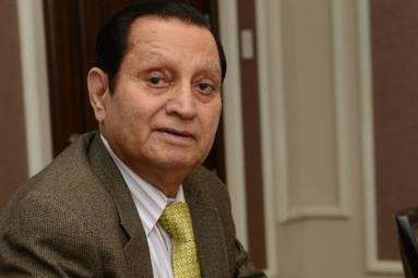 Indian-Origin writer sings Hosannas to Adopted Country