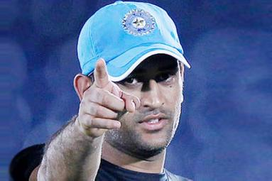 'Don't slip from here', says Dhoni to Team India},{'Don't slip from here', says Dhoni to Team India