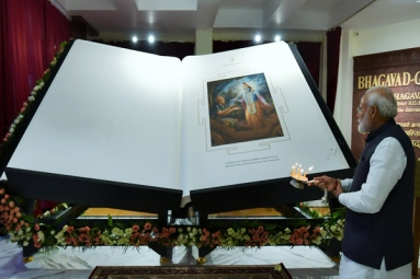 Prime Minister Unveils World's Largest Bhagwad Gita, Weighing 800 Kg