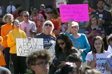 Arizona Teens Protesting Gun Violence Sign Up New Voters