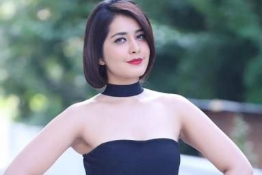 Rashi Khanna sigs a Malayalam Film