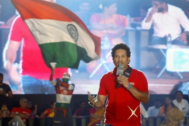 Sachin Tendulkar Advise Students to Chase Their Dreams
