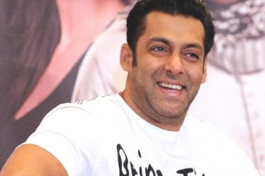 Salman Khan signs Race 3