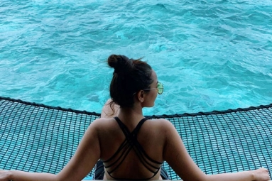 In Picture: Sonakshi's Maldives Vacay Will Relieve Your Mid-Week Blues