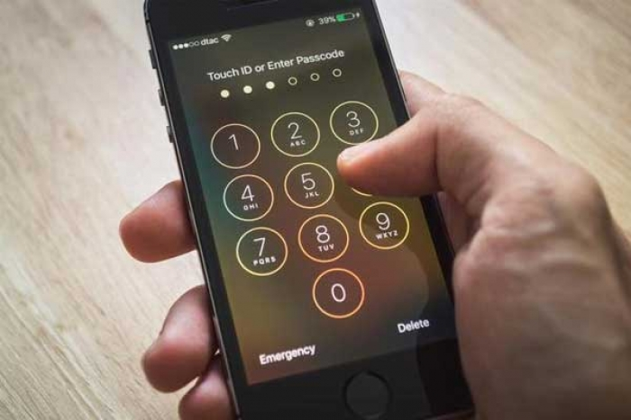 Apple to Alter its iPhone Settings, Aims to prevent Cracking by Law-Enforcement