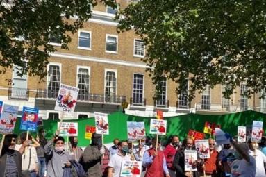 "Pakistanis sing ""Vande Mataram"" alongside Indians during anti-China protests in London"