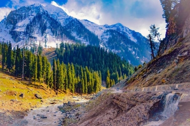 J&K to welcome tourists arriving by air from Today