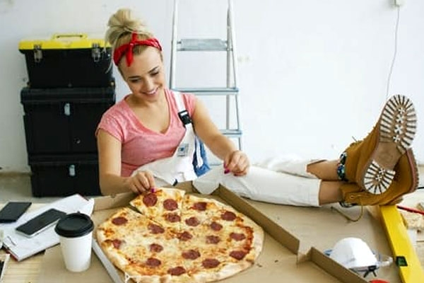 Tired at Workplace? Eating Pizza and These Five Other Foods Helps to Increase Productivity